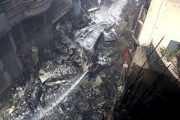 Au moins 97 morts dans un accident d'un avion de ligne à Karachi