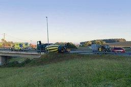 Un chauffeur perd la maîtrise de son camion à Schmitten