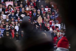 Devant ses partisans, Trump s'accroche à une victoire illusoire
