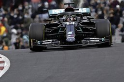 Lewis Hamilton seul au sommet