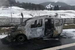 Une voiture prend feu sur l'autoroute A12