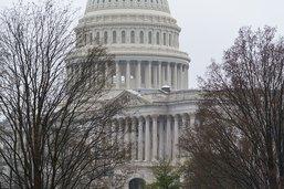 Un policier du Capitole tué, Biden se dit dévasté