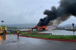 Un incendie à Dällikon (ZH) a fait peser le risque d'une explosion