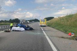 Sud fribourgeois: il s'endort au volant et percute deux voitures