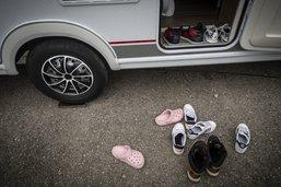 Sept camping-cars et caravanes en surcharge